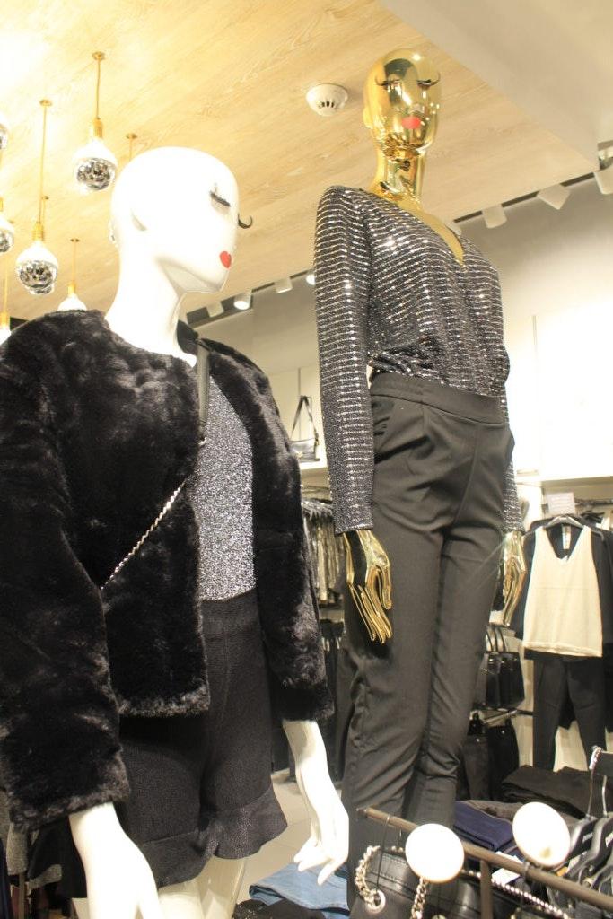 Das ALEXA Berlin zeigt metallisch glänzende Outfit für Silvester.
