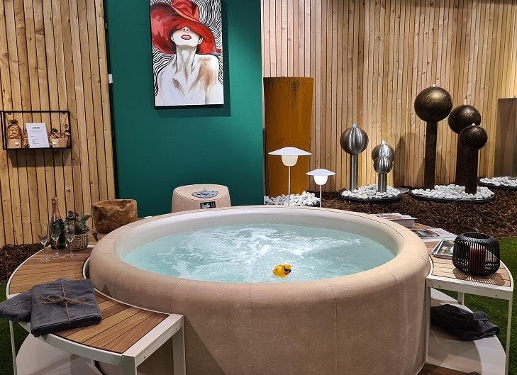Whirlpool im neuen Möbelgeschäft Trendstore im ALEXA Berlin
